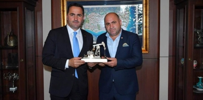 """Beyoğlu Belediye Başkanına """"petrol maketi"""""""